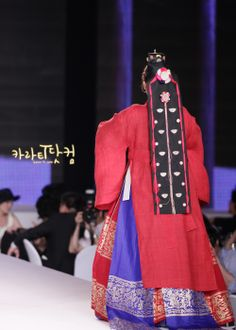 Kara JiYoung in Hanbok / Hanbok is a Korean Traditional Clothing