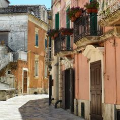 Strolling along through Sassi, the old town of Matera - Basilica, we found this beautiful street view in pink.