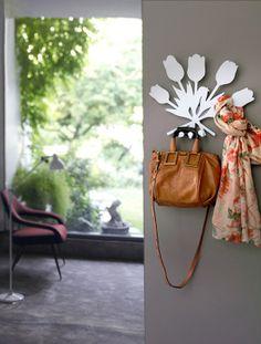 Ti piacciono i fiori ma non hai il pollice verde? Vuoi rivivere il periodo in cui ti sei sposato/sposata? L'appendiabiti Bouquet ti fa proprio questo effetto! http://www.idfdesign.it/attaccapanni-appendiabiti/bouquet.htm ( Do you like flowers but do not have a green thumb? Want to relive the time when you're married? The coat hanger Bouquet makes you just that effect! ) [ #design #designfurniture #LettiCosatto #Appendiabiti #clothesHangers #attaccapanni #hanger ]