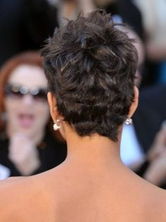 Pin for Later: Endless Gorgeous Celebrity Wedding Hair Ideas Wedding Hairstyles: Short and Sweet The great thing about this cut is that each and every hair doesn't have to be in place in order for it to look good. Halle Berry Short Hair, Short Sassy Hair, Short Hair Cuts, Halle Berry Hairstyles, Mom Hairstyles, Wedding Hairstyles, Celebrity Hairstyles, Celebrity Wedding Hair, Short Wedding Hair