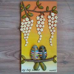 20×40 cm Satıldı.. #taş #boyama  #hobi #orjinal #tasarım #pano #stone #art #rock #stoneart #farklı #hediyelik #tablo #elyapımı #handmade #elemeği #aytaşsanat #taşsanatı #paintingstones #evdekorasyon #batıkent #ankara #baykuş #owl Pebble Painting, Pebble Art, Stone Painting, Stone Crafts, Rock Crafts, Arts And Crafts, Ikebana, Christmas Rock, Pet Rocks