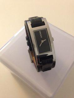 Edle DKNY Armbanduhr  Sieh´s dir an: http://www.kleiderkreisel.de/accessoires/uhren/149567651-dkny-edle-armbanduhr.