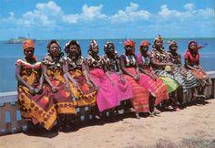 """ilha de moçambique, nampula - Pesquisa Google - Arquivo digital: Ilha de Moçambique em postais ilustrados www.prof2000.pt900 × 621Pesquisar por imagens S/N - Ilha de Moçambique Mulheres """"Macuas"""" em Trajes festivos"""