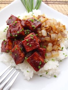 Need a quick and easy dinner the whole family will love? Try this Baked BBQ Tofu with Caramelized Onions, it won't disappoint! When on hand, I always add avocado to really enhance the taste.
