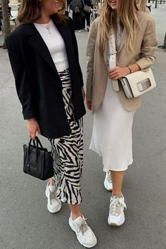 outfit with blazer Mode Outfits, Skirt Outfits, Trendy Outfits, Fashion Outfits, Fashion Trends, Blazer Outfits, Fashion Ideas, Fashion Tips, Mode Ootd