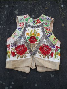 Vintage antique GYPSY silk embroidered floral rose by shmooozin Gypsy Style, Boho Gypsy, My Style, Bohemian, Dress Neck Designs, Blouse Designs, Blouse Patterns, Clothing Patterns, Girls Gallery