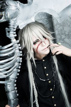 Undertaker from Kuroshitsuji Cosplayer: sakuya http://worldcosplay.net/member/sakuya09005 Photographer: milkさん