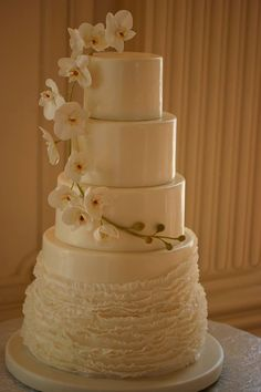 Featured Photo: Cheryl Richards Photographer; So Incredibly Pretty Wedding Cakes - MODwedding;  Cake: Confectionery Designs
