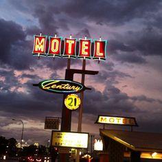 Century 21 Motel - Las Cruces, NM by Mr. Tiny for thewackytacky.blogspot.com #midcentury #neon #vintagemotel #vintagesign