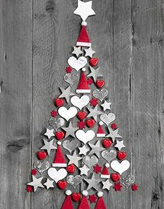 This holiday season decorate your home with Christmas wall art. Wall Christmas Tree, Noel Christmas, Simple Christmas, Christmas Ornaments, Modern Christmas, Country Christmas, Xmas Tree, Christmas Christmas, Christmas Projects