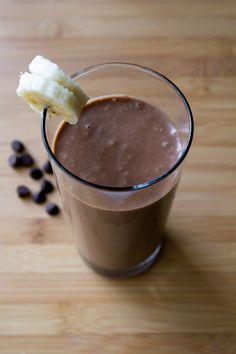 Chocolate Peanut Butter Banana Smoothie. Dairy free, sugar free & only 5 ingredients - this smoothie tastes indulgent but is completely diet approved.