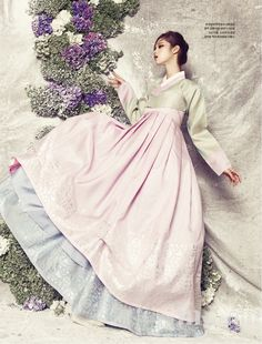 Modern 한복 Hanbok / Traditional Korean dress in pastels Korean Traditional Clothes, Traditional Fashion, Traditional Outfits, Korean Dress, Korean Outfits, Hanbok Wedding, Modern Hanbok, Traditional Wedding Dresses, Frack