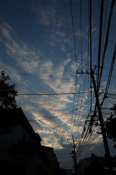 電線 (The electric wires) Blue Sky Photography, Moonlight Photography, Aesthetic Photography Nature, Creative Photography, Nature Photography, Amazing Photography, Photographie Portrait Inspiration, Shadow Pictures, Night Aesthetic
