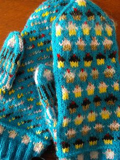 Ravelry: Irkachan's 7 Color Cupcakes Mittens // someday I'll be good enough to make these. Knitted Mittens Pattern, Knit Mittens, Knitted Gloves, Knitting Socks, Hand Knitting, Knitting Patterns, Crochet Cross, Crochet Yarn, Fingerless Mittens