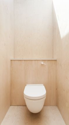 Wooden lavatory. Plywood House by Simon Astridge. #minimal