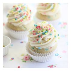 Confetti Cupcakes foodgawker ❤ liked on Polyvore featuring icons, pictures, icon pics, food & drinks and pics