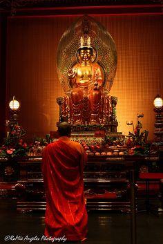 Prayer . Buddhist Temple . Singapore