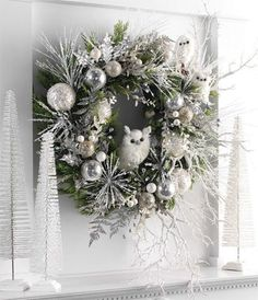 Also a great way to add mosses and lichens. RAZ White Owls used on a green wreath. Owls from the Artic Wilderness Collection Silver Christmas Decorations, Christmas Door Wreaths, Christmas Owls, Woodland Christmas, Christmas Centerpieces, Holiday Wreaths, Rustic Christmas, Christmas Holidays, Christmas Ornaments