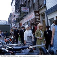 You can see several John Stephen boutiques. 1960s Mod Fashion, Vintage Street Fashion, Fashion Moda, Swinging London, Old Pictures, Old Photos, Vintage Photos, Vintage London, Old London