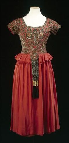 """Paul Poiret, Dress Showing Influence of """"Orientalism"""", 1900-1920.  Orientalism, yes, but this is also highly reminiscent of late Elizabethan/early Jacobean fashions."""