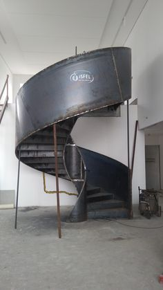 Steel Stairs Design, Spiral Stairs Design, Home Stairs Design, Metal Stairs, Modern Stairs, Interior Stairs, Spiral Staircase, Cantilever Stairs, Stair Handrail