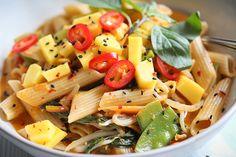 Asia-Fusion-Pasta mit Mango & Thai-Basilikum