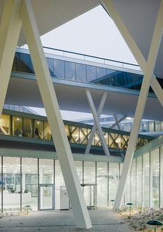 Actelion Business Center, Basel -  Herzog & de Meuron Architects| 21st century framework: glass beams on x-posts