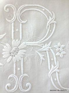 Articles vendus > Linge ancien de lit > LINGE ANCIEN / Rare somptueux drap d' apparat festonné avec magnifique travail de broderie et imposant monogramme LR - Linge ancien - Passion-de-Blanc - Textiles anciens