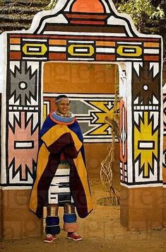 Married Ndebele woman in traditional dress. Ndebele village, Lesedi Cultural Village, near Johannesburg, South Africa © World Pictures Afrique Art, Out Of Africa, South Africa Art, Thinking Day, Arte Popular, World Photography, Africa Fashion, African Culture, African Design