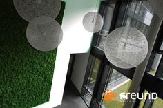 Moss wall by https://freund-moosmanufaktur.de/mooswand_polstermoos_greenhill