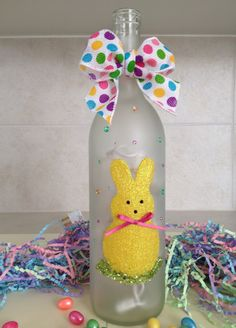Learn how to Make Easter Wine Bottle Crafts - Castle Random Glass Bottle Crafts, Wine Bottle Art, Painted Wine Bottles, Lighted Wine Bottles, Diy Bottle, Jar Crafts, Easter Crafts, Easter Decor, Wine Glass Centerpieces