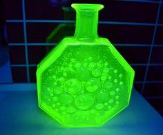 detaljbilde av vasen under blacklight ( UV-lys)