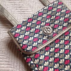 Relic Crossbody Flower Pattern Purse Relic - Crossbody Floral Pattern Purse - Super adorable, flower pattern fabric with brushed silver metallic colored trim. like new, no damages that I can find. Clean interior. Relic Bags Crossbody Bags