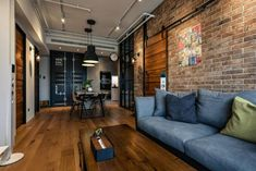 New North 25 Ping Industrial Wind Rough Wooden Apartment - DECOmyplace News Industrial Home Design, Industrial House, Industrial Interiors, Home Interior Design, Interior Architecture, Casa Loft, Loft House, Living Room And Dining Room Design, Living Room Designs