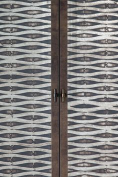 residential project choc studio - wallpaper on door - publication Stijlvol Wonen 2015 - photography Denise Keus