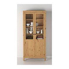 IKEA - HEMNES, Kaappi umpi-/vitriiniovi, valkoiseksi petsattu, , Massiivipuu antaa tuotteelle luonnollisen ilmeen.Umpi- ja vitriiniovien ansiosta osan tavaroista voi tarpeen tullen pitää esillä, osan ovien takana piilossa.Vaimentimien ansiosta ovet sulkeutuvat hitaasti, hiljaa ja pehmeästi.Saranat on helppo asentaa napsauttamalla. Ruuveja ei tarvita.Siirrettävien hyllylevyjen ansiosta hyllyvälejä on helppo säätää tarpeen mukaan.Alin hyllylevy on irrotettava, joten esim. jatkojohdot on h...