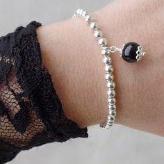 Un paio di scatti con i nuovi bracciali +Poni E Go #fashion #fashionblogger…