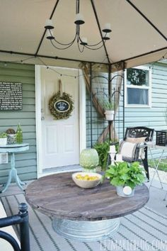 Back Patio Makeover! Add a border to your concrete slab, get a rug and some patio furniture, and add some outdoor lights! Back Patio, Backyard Patio, Diy Patio, Backyard Ideas, Small Patio, Patio Ideas On A Budget, Pallet Patio, Metal Tub, Wood Spool