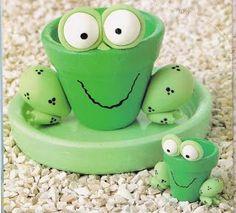 Cute groggy for a frog garden Clay Pot Projects, Clay Pot Crafts, Diy Clay, Crafts To Make, Crafts For Kids, Diy Crafts, Flower Pot Art, Clay Flower Pots, Flower Pot Crafts