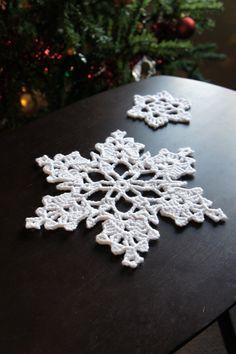 Snowflake Mania! 100 patterns for snowflakes.