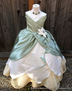 Tiana Princess Lily Dress Gown Child Girl's por BbeautyDesigns