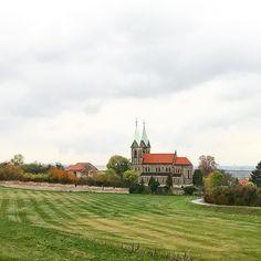 Чем интересно в Чехии  так это  едешь  и понимаешь  что дорога вот вот кончиться  а тут бац  встречаешь костёл  или замок   #чехия #путешествие #страназамков #ноябрь #осень #czech #travel #november