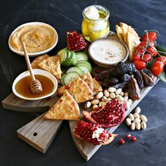 Give the standard holiday cheese board a Middle Eastern makeover with this flavorful appetizer board. Cheese Appetizers, Appetizers For Party, Appetizer Recipes, Antipasto, Oriental, Arabic Food, Arabic Dessert, Arabic Sweets, Cheese Party