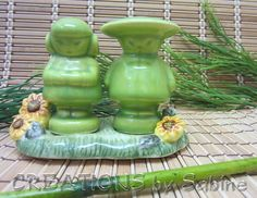 Salt & Pepper Shaker Asian Couple Pair with Base, Porcelain, Green Sunflowers Yellow Flowers, Vintage FREE SHIPPING 112