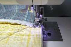 How to Make a Rag Quilt From Start to Finish Rag Quilt Instructions, Flannel Rag Quilts, Denim Quilts, Rag Quilt Patterns, Quilt Border, Creation Couture, Quilted Table Runners, Easy Quilts, Quilting Tutorials