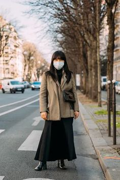The Best Street Style at Paris Fashion Week Fall 2021   Vogue Cool Street Fashion, Paris Fashion, French Women Style, Parisian Chic, Street Style Looks, French Fashion, Well Dressed, Ready To Wear, Fashion Forward