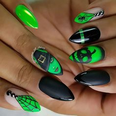 Check out these scary designs for Halloween nails! Halloween is so much fun! From choosing your costume to painting your nails, there is so much to do! Neon Nail Art, Neon Nails, Love Nails, Pretty Nails, Art Nails, Holiday Nail Designs, Halloween Nail Designs, Halloween Nail Art, Halloween 2018