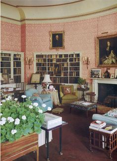 The library at Deene Park in Northamptonshire, England. The Elizabethan house was built in the century, but the library was added around English Cottage Style, English Country Decor, English Style, French Style, Belton House, Beautiful Library, Georgian Homes, Family Room Design, Beautiful Interiors