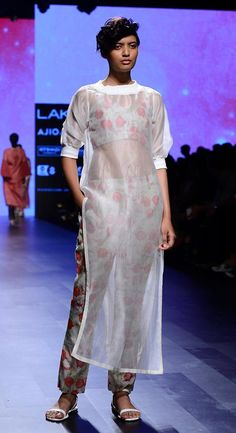 Vineetrahul #lfw #5daysoffashion #ss17 #ppus #happyshopping #straightfromtherunway #comingsoon #fashionweek Indian Dresses, Indian Outfits, Lakme Fashion Week 2017, Chic Outfits, Fashion Outfits, Indian Look, Kurti Designs Party Wear, Indian Designer Outfits, Suit Fashion