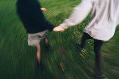 Tenho tanto sentimentoQue é freqüente persuadir-meDe que sou sentimental,Mas reconheço, ao medir-me,Que tudo isso é pensamento,Que não senti afinal. [...](Fernando Pessoa)